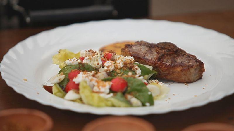 Grillezett báránygerinc tavaszi salátával (Nagylaposon a Birka Csárdában)