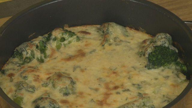 Brokkoli besamellel és sajttal