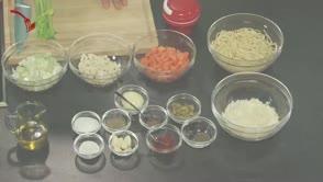 Póréhagymás spagetti gyökérzöldségekkel és szardellával