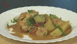 Izgi csirkefalatok – Zöldséges, fehérboros csirketál
