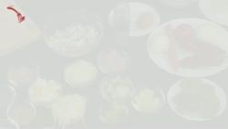 Pulykamell zöld currymártással és piros zöldségekkel